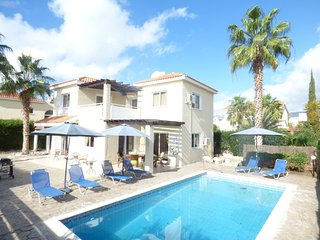 Beautiful 3 bedroom villa within walking distance of Coral Bay with FREE WIFI, Pafos