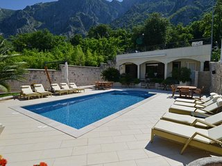 Villa Nikcevic - Twin Room with Pool View 2 (203)
