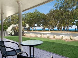 Large family waterfront home with room for a boat - 187 Welsby Pde, Bongaree
