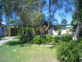 Lowset home with attached Granny Flat - 19 Doomba Dr, Bribie Island