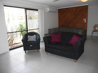 Lowset pet friendly home, with room for a boat - 23 Palm Ave, Bribie Island