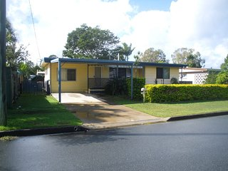 Pet Friendly Cottage in the Heart of Bribie - 27 Wirraway St