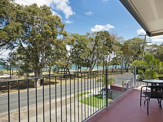 First floor unit close to shops - 1/167 Welsby Pde