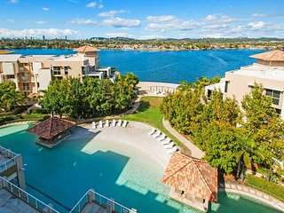 Waterfront Views, amazing pool & spa, Sleeps 7