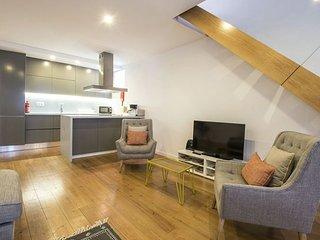 Sao Bento Duplex apartment in Bairro Alto {#has_l…