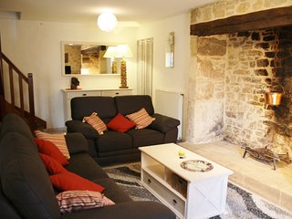 LA PASCALINE - EXTREMELY WELL EQUIPPED VILLAGE HOUSE WITH HEATING, WIFI AND TV
