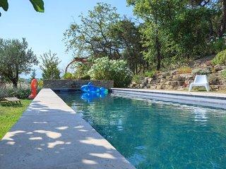 Mas provencal avec piscine chauffee