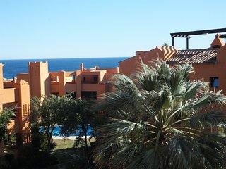 Hermoso apartamento cerca del mar, piscina, terraza, vista al mar