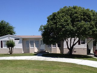 Daytona Beach - charming cottage with pool, near beach