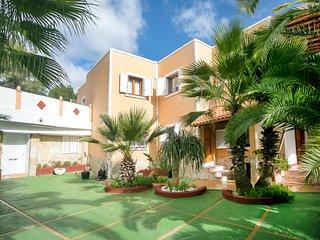 Villa Next to Playa D'Enbossa, Sant Josep de Sa Talaia