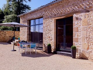 Gite Regrunel - La Grange, 3 bedroom, 2 bathroom luxury barn conversion, Fumel