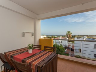 4 beds apartment with view to the beach