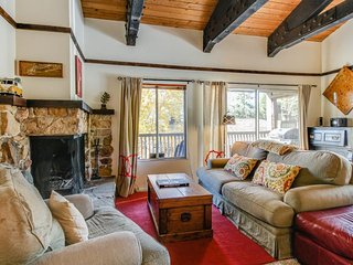 Cabin-style condo w/ shared pool & hot tub - less than a mile from Lake Tahoe!, Tahoe City