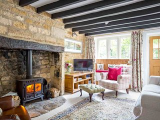 Stunning living room, great for relaxing by the fire