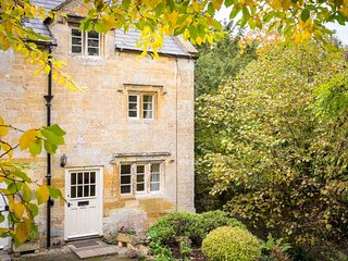 Primrose Cottage is a charming Cotswold stone cottage, alongside a brook