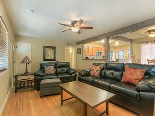 New Listing 3-Bedroom w/WIFI and all New Appliances, New Furnishings, New Linens