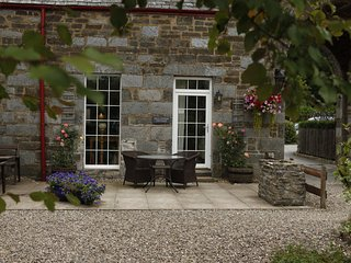 5* The Bell Tower cottage with four poster bed and spa bathrrom with sauna, Kenmore