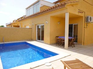 Apart-rent (0151) Casa con piscina en Empuriabrava