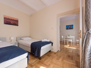 Karmello Apartment for 10 people! Near to Old Town!