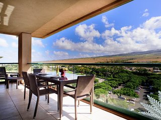 Maui Resort Rentals: Honua Kai Hokulani 1022 – Large Penthouse 2BR + Mountain & Partial Ocean Views, Lahaina