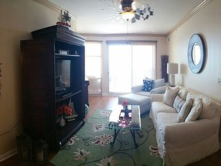 Fabulous Newly Re-Decorated, Re-Furnished 3 Br / 2 Ba With a Bonus Room, Gulfport