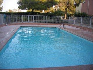 Beau  Duplex 4/6 personnes, piscine, terrasse / mer plages & commerces a pieds