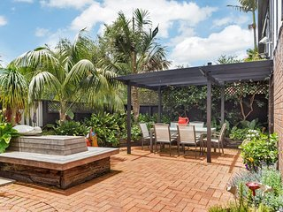 Mission Bay Three Bedroom Townhouse with Parking Close to Beach, St Heliers