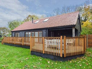BLUEBELL BARN luxurious, en-suite, underfloor heating, woodburner, WiFi in Dereh