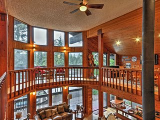 New! 6BR Mt. Hood Ski Lodge w/ Huge Hot Tub!
