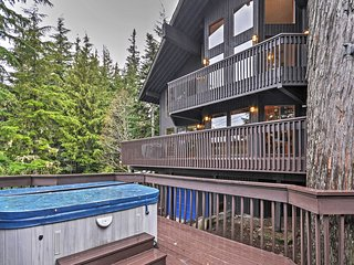 NEW! Huge Govt Camp Lodge w/Hot Tub