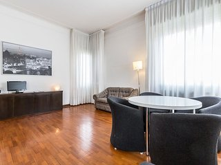 Solari Bright  apartment in Navigli with WiFi, balcony & lift.