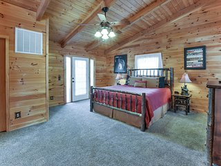 Cabin Perfect for a Couples Getaway, Ridgedale