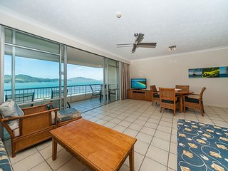Resort-style apartment with panoramic beach views!, Hamilton Island