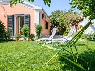 Mirjana - beautiful garden with barbecue: H(4+1) - Trogir
