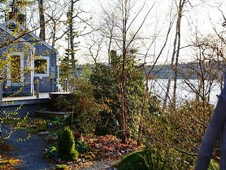 2BR, 2BA East Boothbay Cottage on Linekin Bay with Huge Deck & WiFi