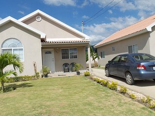 Morgan's Retreat 2 BR House Gated Community near KGN and Portmore