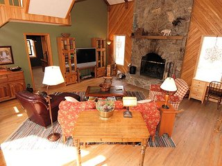 Bear's Lair: a Secluded Sanctuary for Nature Lovers at Timberline Resort