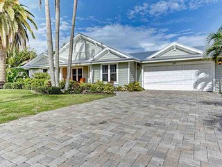 610 Hampshire Lane ~ RA90156, Holmes Beach
