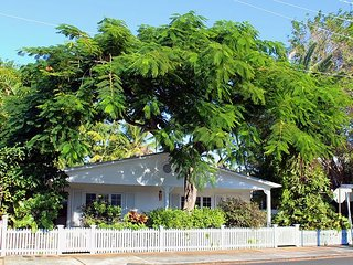 Casablanca Too: Perfect for 2, Soak up the Sun! Private Hot Tub & Parking, Key West
