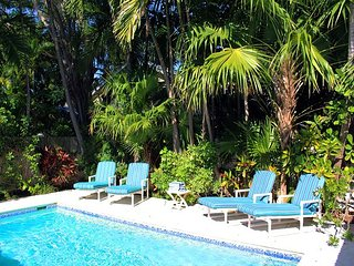 Casablanca: Perfect Getaway for 2, Soak up the Sun! Private Pool & Parking, Key West