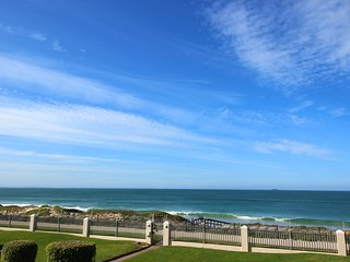 Amazing sea-views and direct access to beach, Summerstrand