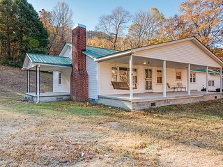 Chattanooga vacation rentals 'Darling Country Dwelling' 9 miles to downtown.