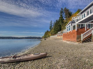 Captain's Home - sleeps 6 - Beachfront living!, Gig Harbor