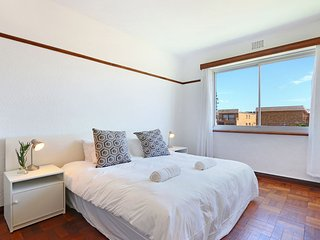 Bargain Muizenberg Apartment on Beach Road