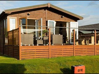 The Hiding Place- Luxury Lakeview Lodge- Spa,Fishing, Golf,Family time, Carnforth
