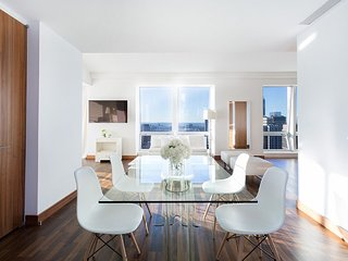 Midtown Jewel Emerald, 2 Bedroom 2.5 Bathroom Apartment on West 36th & 5th Ave