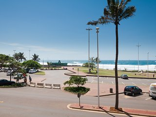 Front row beach apartment, Durban