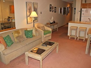 EB104-Conveniently located 1 bedroom unit with Lake Dillon views from deck
