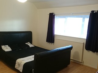 Refurbished 5 bed house, free wifi, FREE parking, Sidcup