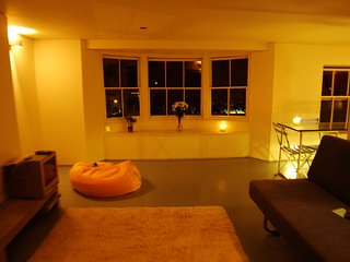 Bedford Loft, sleeps 6 Beach and the Dome 200 meters, Worthing